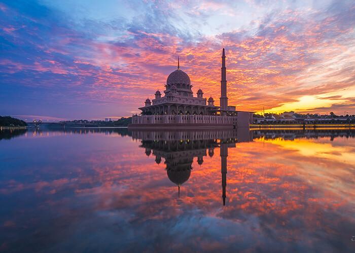 مسجد پوترا در کوالالامپور