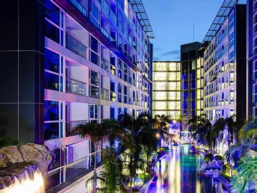 هتل  centra azure